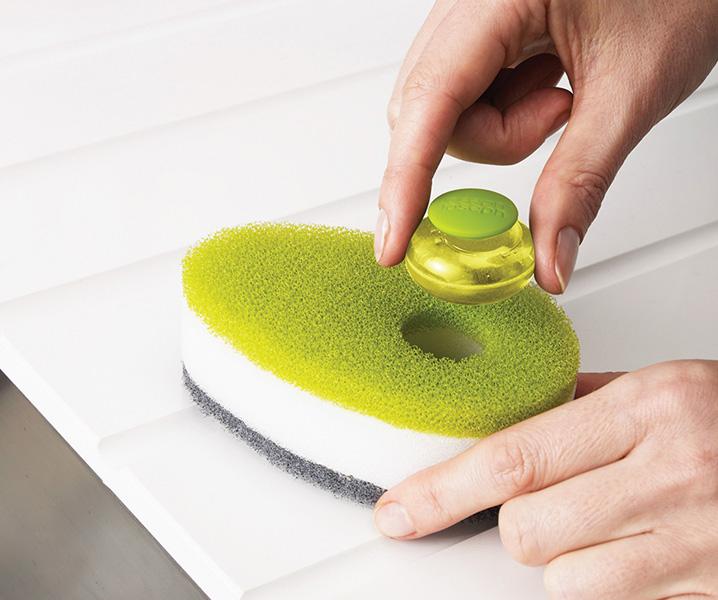 Почему стоит сделать отверстие в центре губки для мытья посуды
