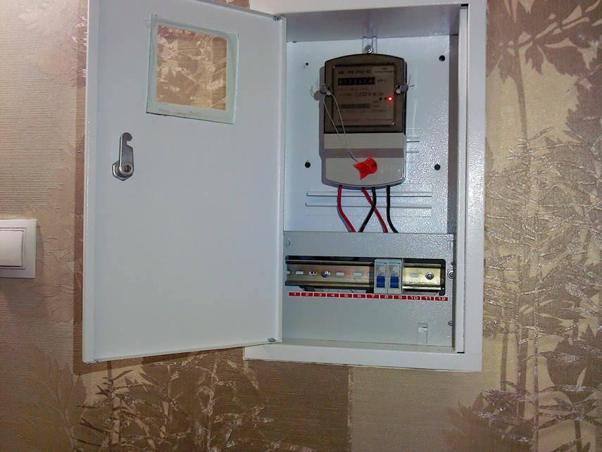 Щиток для электросчетчика и автоматов: как выбрать?