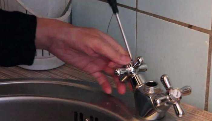 Как поменять смеситель на кухне своими руками: правила установки