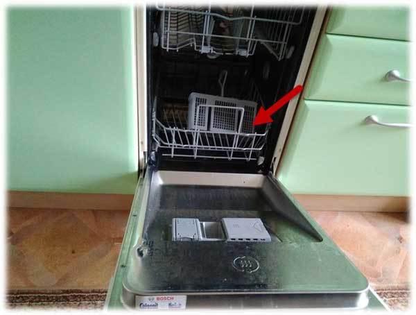 Как слить воду из посудомоечной машины (электролюкс, ханса и других): когда и как стоит произвести слив всей жидкости?