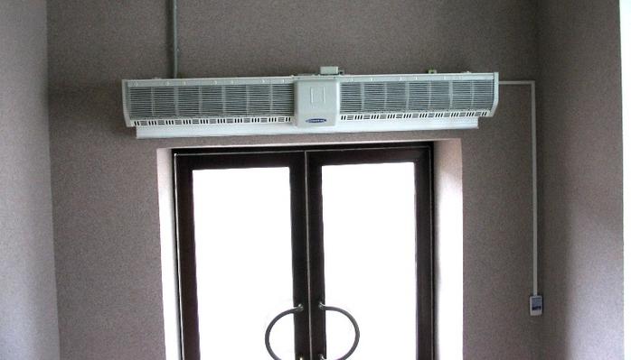 Какую тепловую завесу на входную дверь лучше приобретать для помещений?