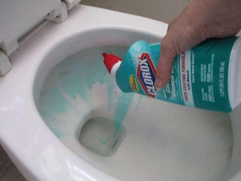 Как прочистить самостоятельно унитаз, если он забился?