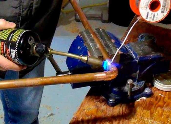 Пайка медных труб водопровода своими руками: видео и этапы