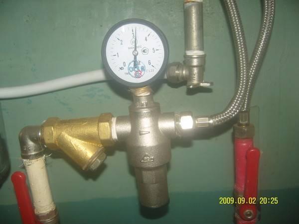 Давление воды в водопроводе: нормативы и способы увеличения
