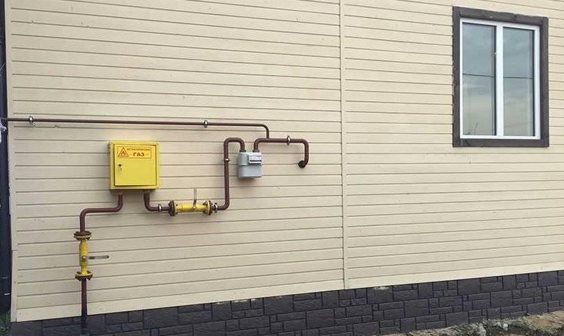 Можно ли спрятать газовую трубу под гипсокартон