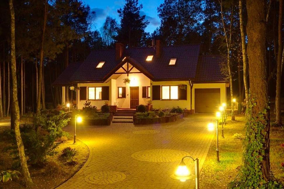 Подсветка фасада загородного дома - как проектируется и устанавливается архитектурная подсветка