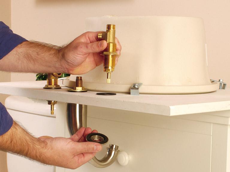 Технология замены смесителя на кухне |