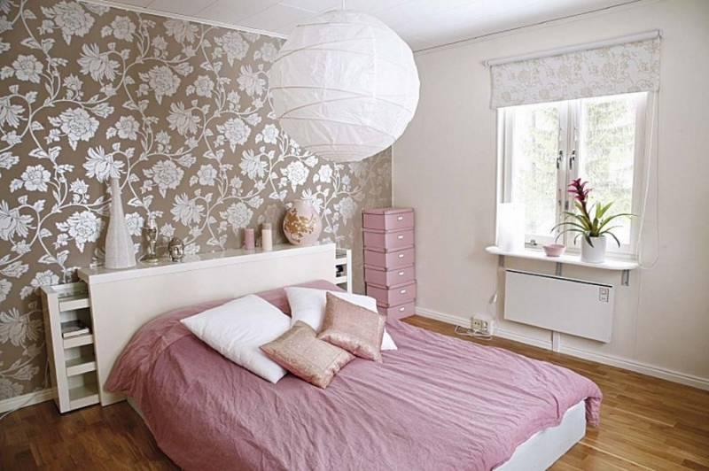 Как поклеить обои в спальне двух видов: удачные фото эффектных интерьеров