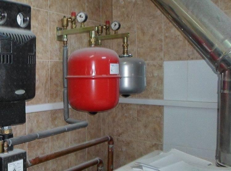 Установка расширительного бака в системе отопления: подключение и монтаж