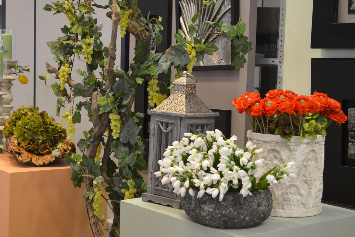 Приметы и суеверия: почему категорически нельзя держать дома искусственные цветы