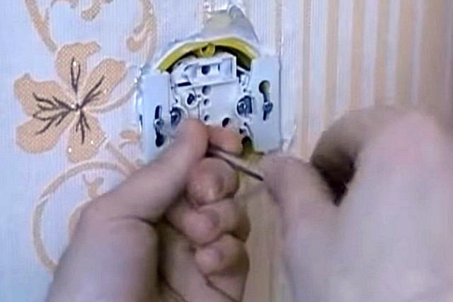 Неисправности розеток, способы ремонта: как починить розетку - точка j