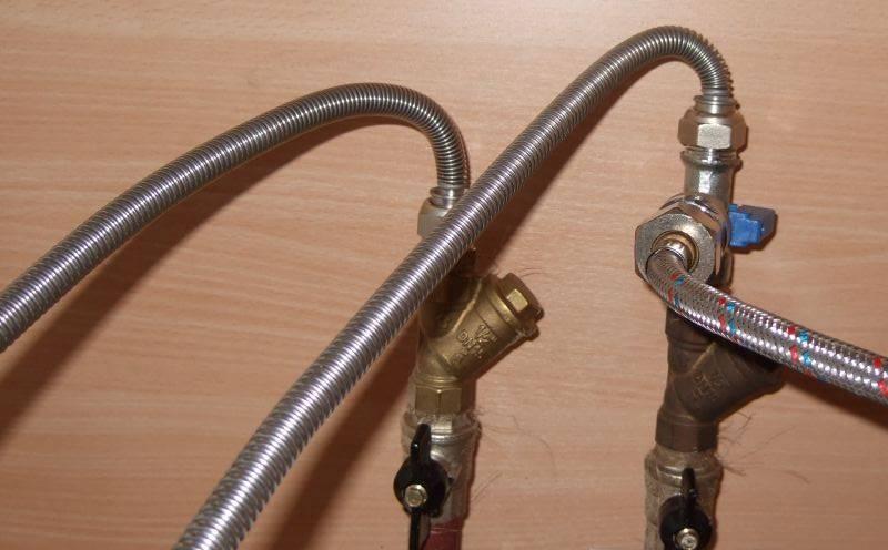 Выбор гибкого соеденительного водопроводного шланга для горячей и холодной воды