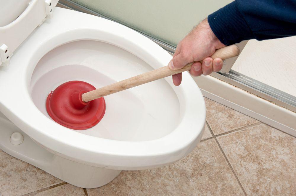 Как прочистить унитаз, если он засорился — устраняем засор своими руками
