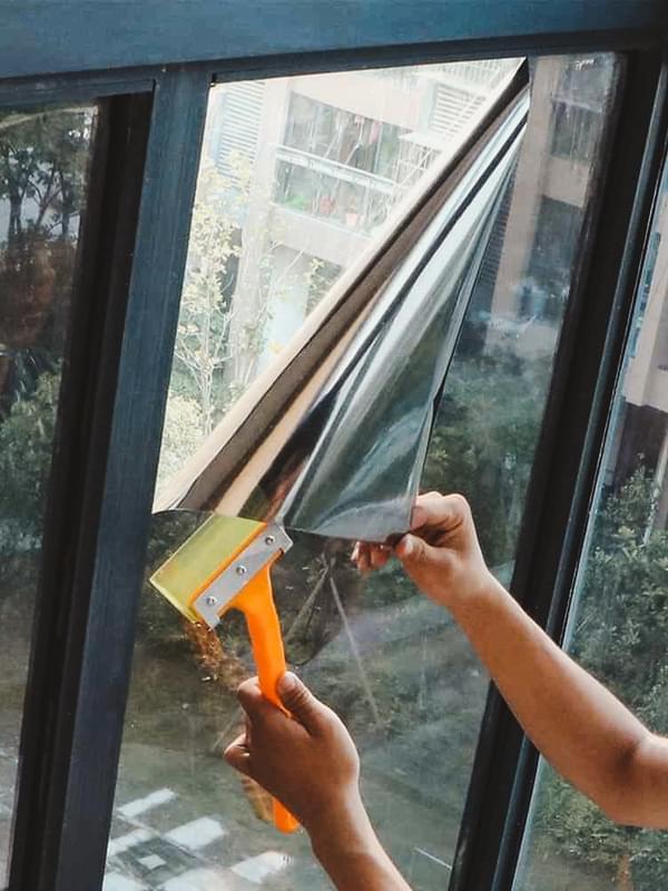 Зеркальная плёнка для окон: преимущества и недостатки, виды, монтаж, правила ухода