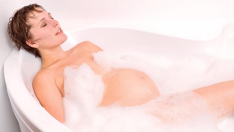 Можно ли беременным принимать ванну, как долго
