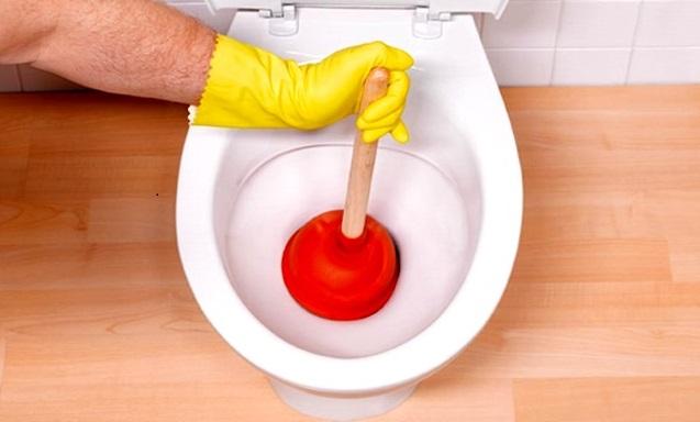 Как быстро избавиться от засора в ванной?