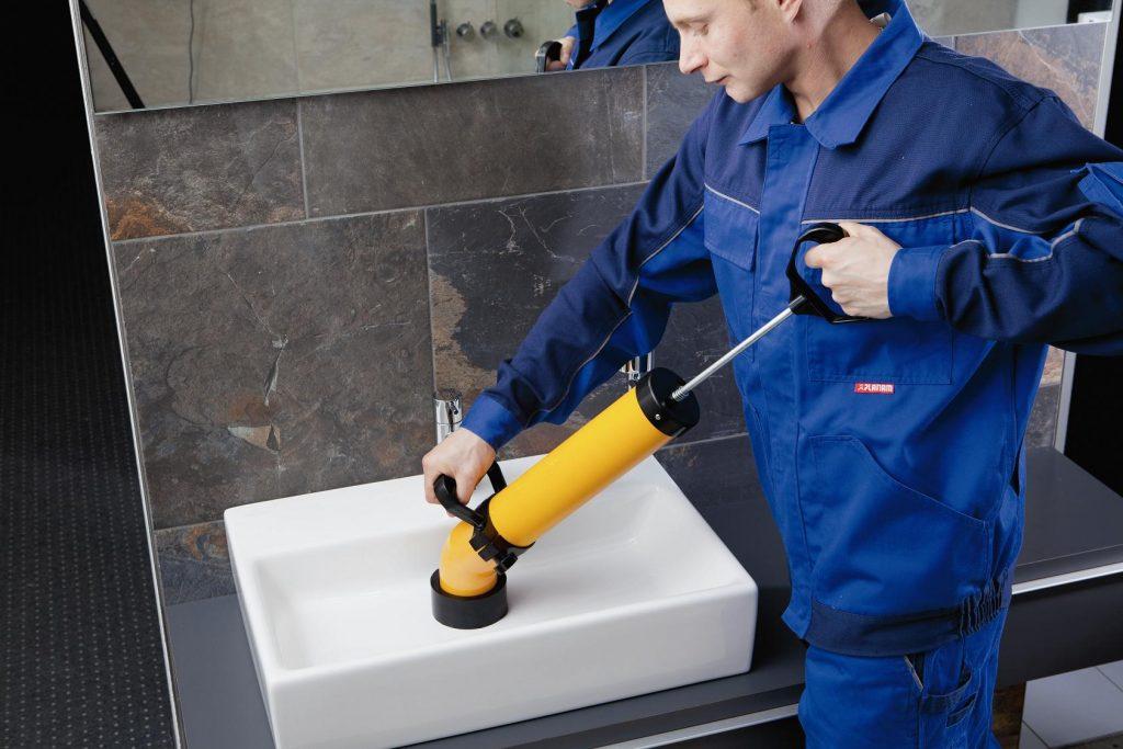 Прочистка канализации гидродинамическим способом: всё о промывке