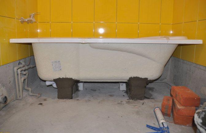 Установка ванны в частном доме собственнымируками