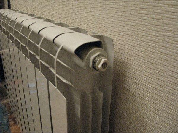Как спустить воздух из батареи или радиатора отопления