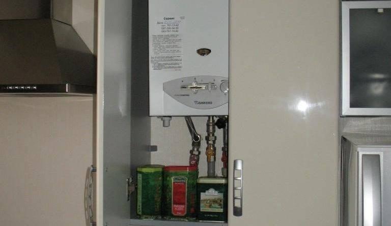 Можно ли самому перенести или спрятать газовые трубы на кухне