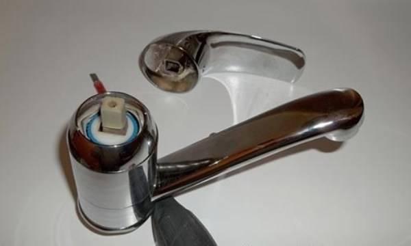 Термостат горячей и холодной воды. ремонт смесителя с термостатом – общий ход работ. устройство предусматривает наличие двух регуляторов