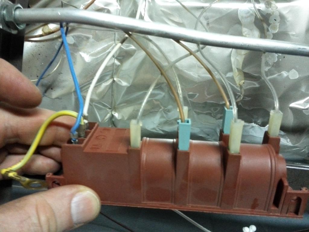 Духовой газовый шкаф не включается: лечим электроподжиг