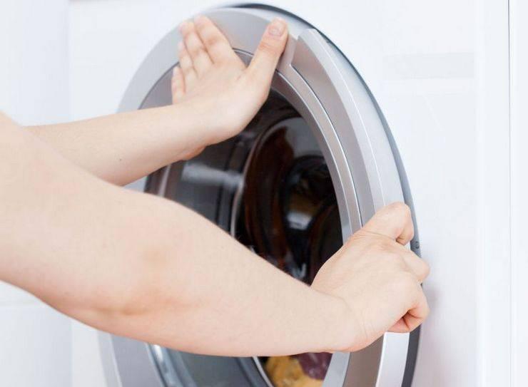 Что делать, если у стиральной машины не открывается дверь после или в процессе стирки, как разблокировать замок и открыть дверцу