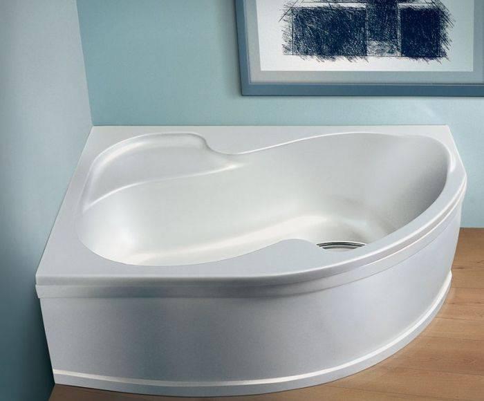 Выбор сидячей или нестандартной компактной ванны для маленькой ванной комнаты