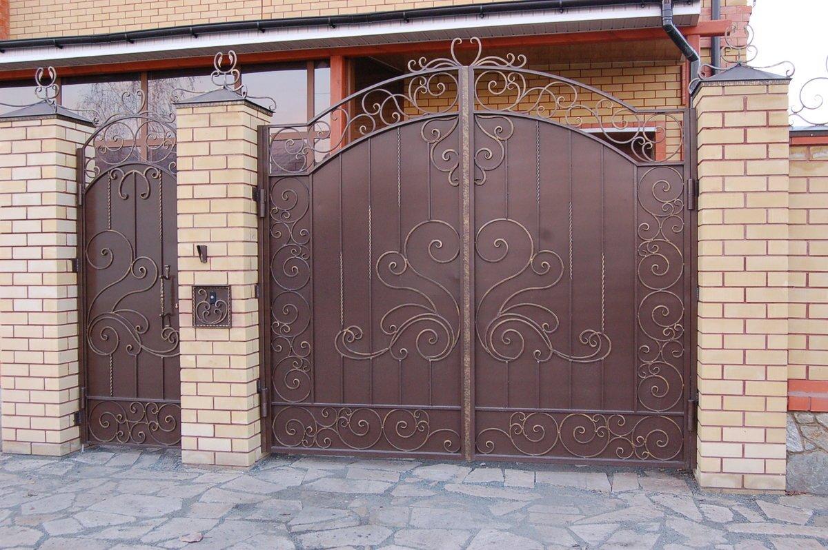 Ворота с калиткой (46 фото): садовые ворота из евроштакетника с калиткой внутри, варианты для частного дома, дачи и дачного забора
