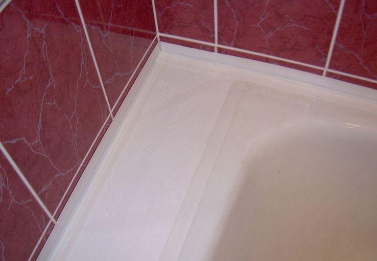 Чем заделать щель между ванной и стеной - обзор способов