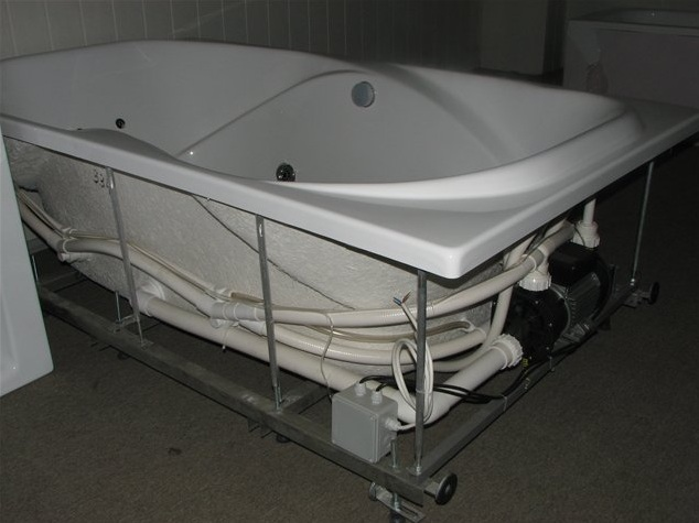 Какую ванну лучше купить? чугунная, стальная, акриловая, квариловая или керамическая – выбор за вами