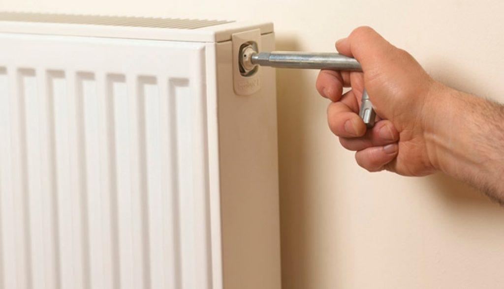 Как спустить воздух из радиатора отопления: если у батареи нет индивидуального клапана, кран маевского в новом частном доме