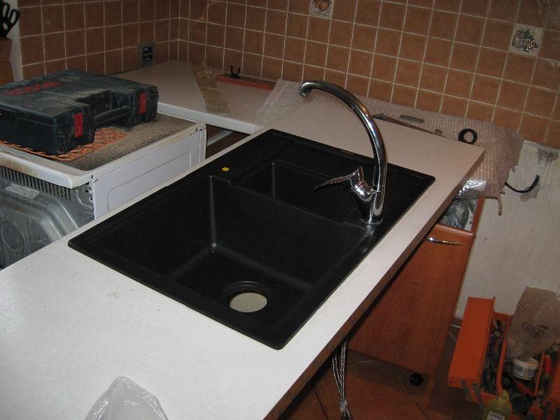 Как установить раковину на кухне в столешницу: подготовка к установке, как выполнить монтаж врезной и накладной мойки правильно