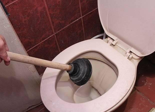 Как прочистить унитаз в домашних условиях от засора