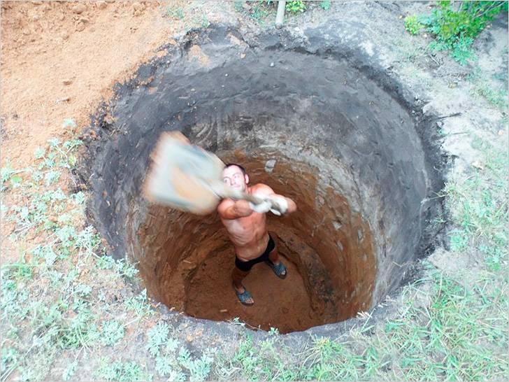 Почему в выгребной яме не уходит вода: разбираем детально