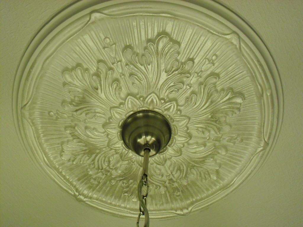 Потолочная розетка под люстру — монтаж розетки на потолок