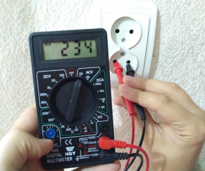 Как тестером проверить напряжение в розетке - всё о электрике