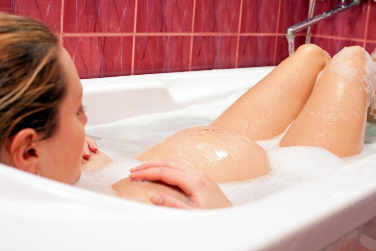 Почему беременным нельзя принимать ванну: ищем правду среди мифов