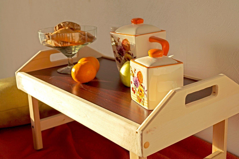 Столик для завтрака в постель: виды, выбор, как сделать своими руками