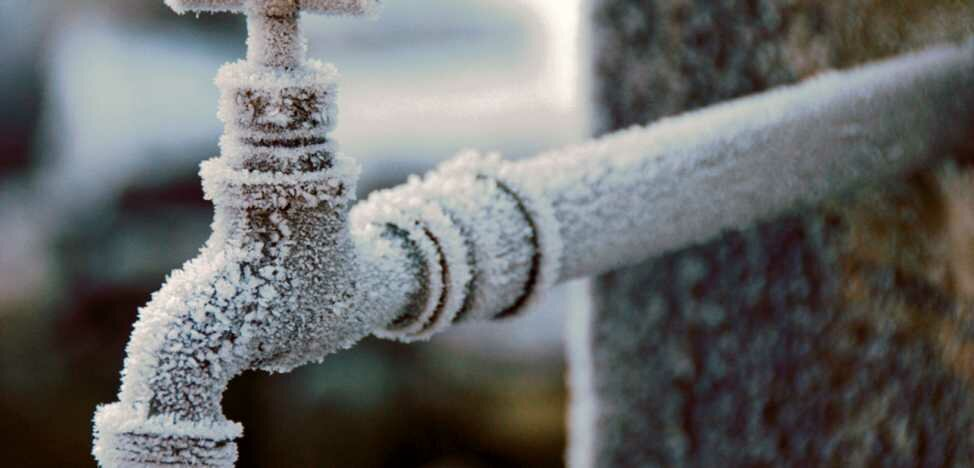 Разморозка труб под землей: лучшие способы устранения ледяной пробки