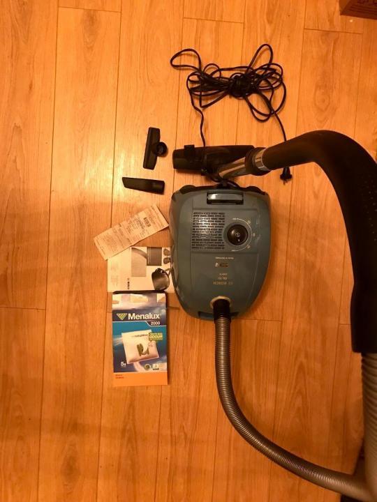 Мощный пылесос bosch gl-30 bgl32003 с вместительным пылесборником