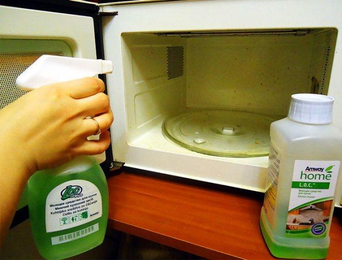 Как убрать запах из холодильника в домашних условиях